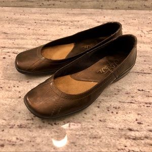 Life Stride Flats, size 6